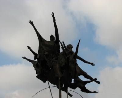 Monumento alla cooperazione «La famiglia verso il futuro» - Cinisello Balsamo